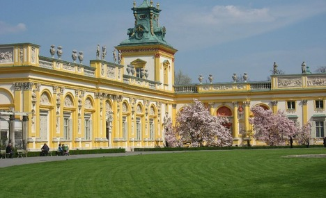 Wilanow_Palace_in_the_spring_Warsaw