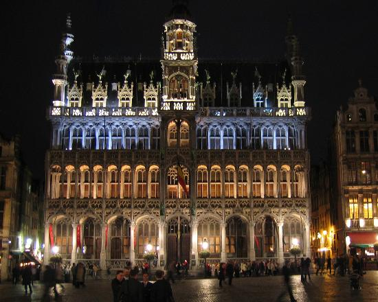 grand-place-at-night