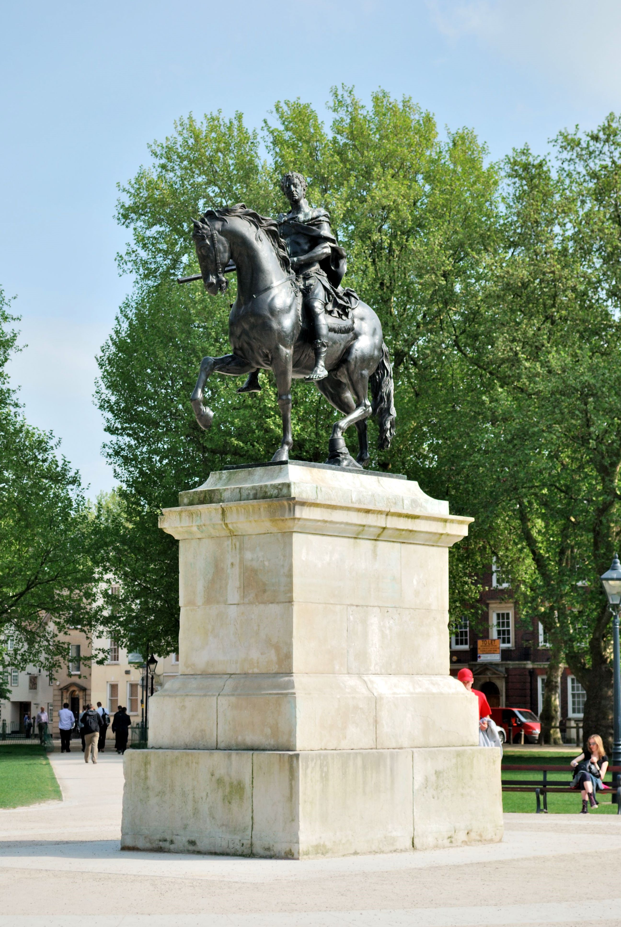 Queen_Square,_BristolKing_William_III_statue_