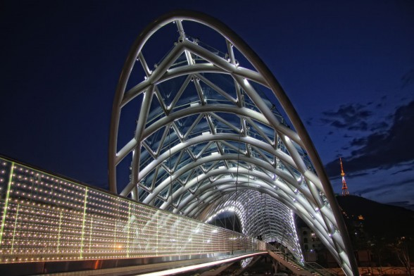 The-Bridge-of-Peace-Design-Exterior-1-588x392