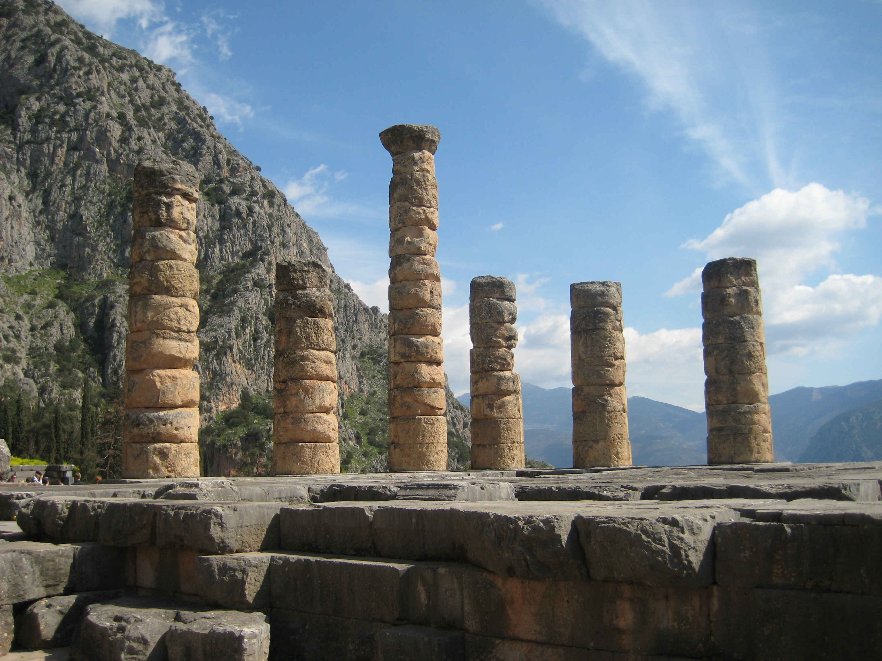 Columns_of_the_Temple_of_Apollo_at_Delphi,_Greece