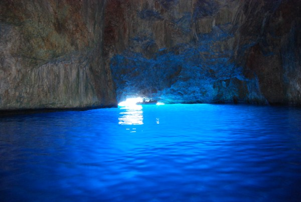 The-Blue-cave
