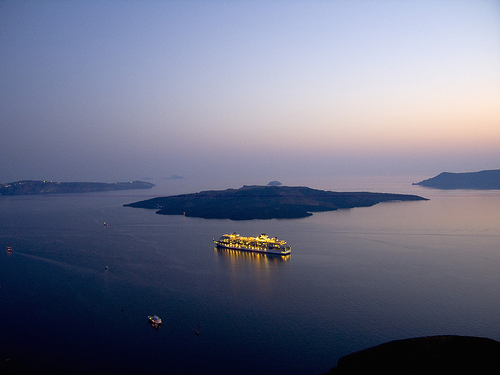 cruises-to-greece-santorini-caldera