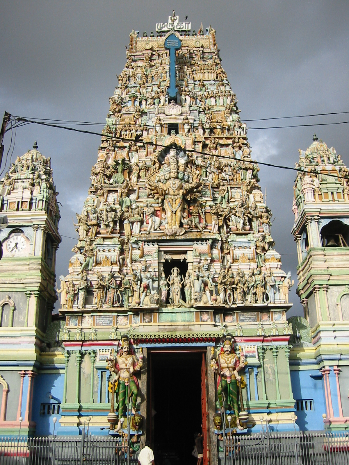 Hindu-Temple-in-Colombo