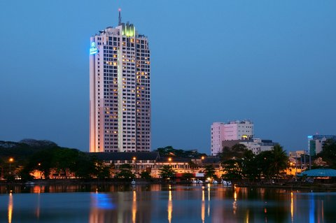 exterior-of-hilton-colombo