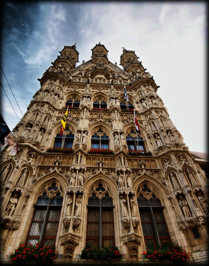 Front_face_townhall_Leuven_by_pagan_live_style
