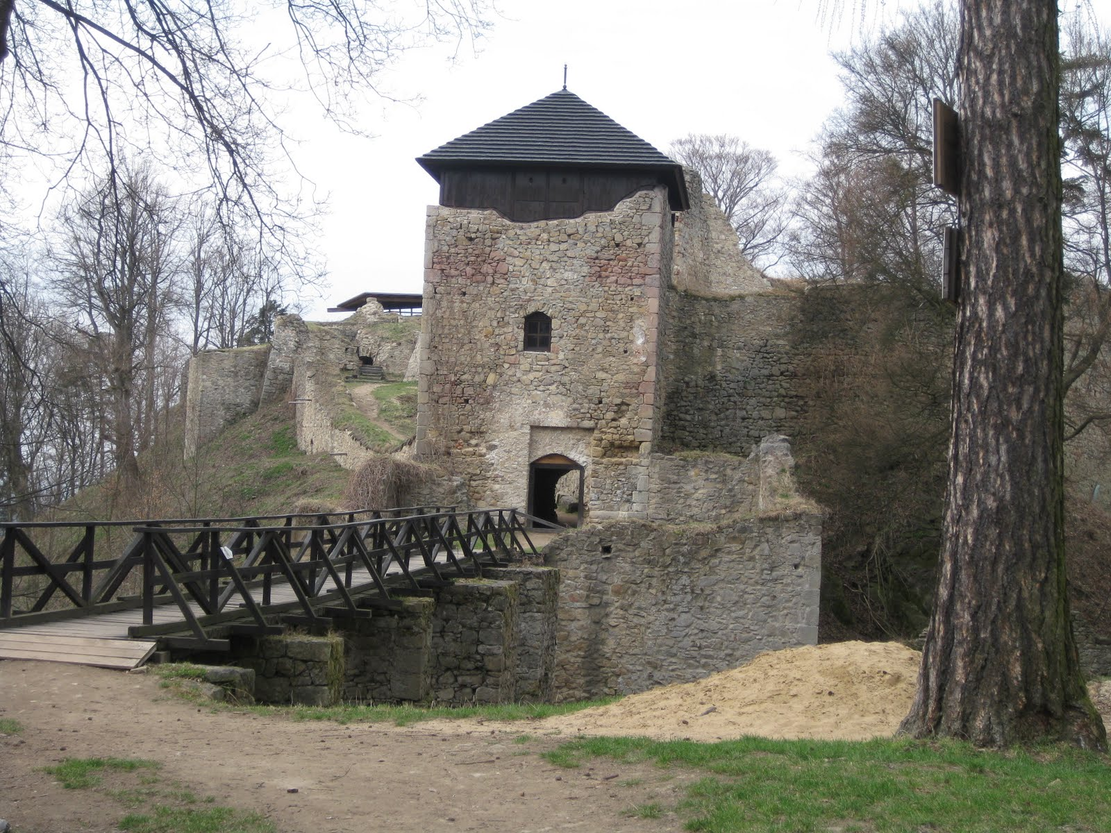 Lukov castle_Apr11