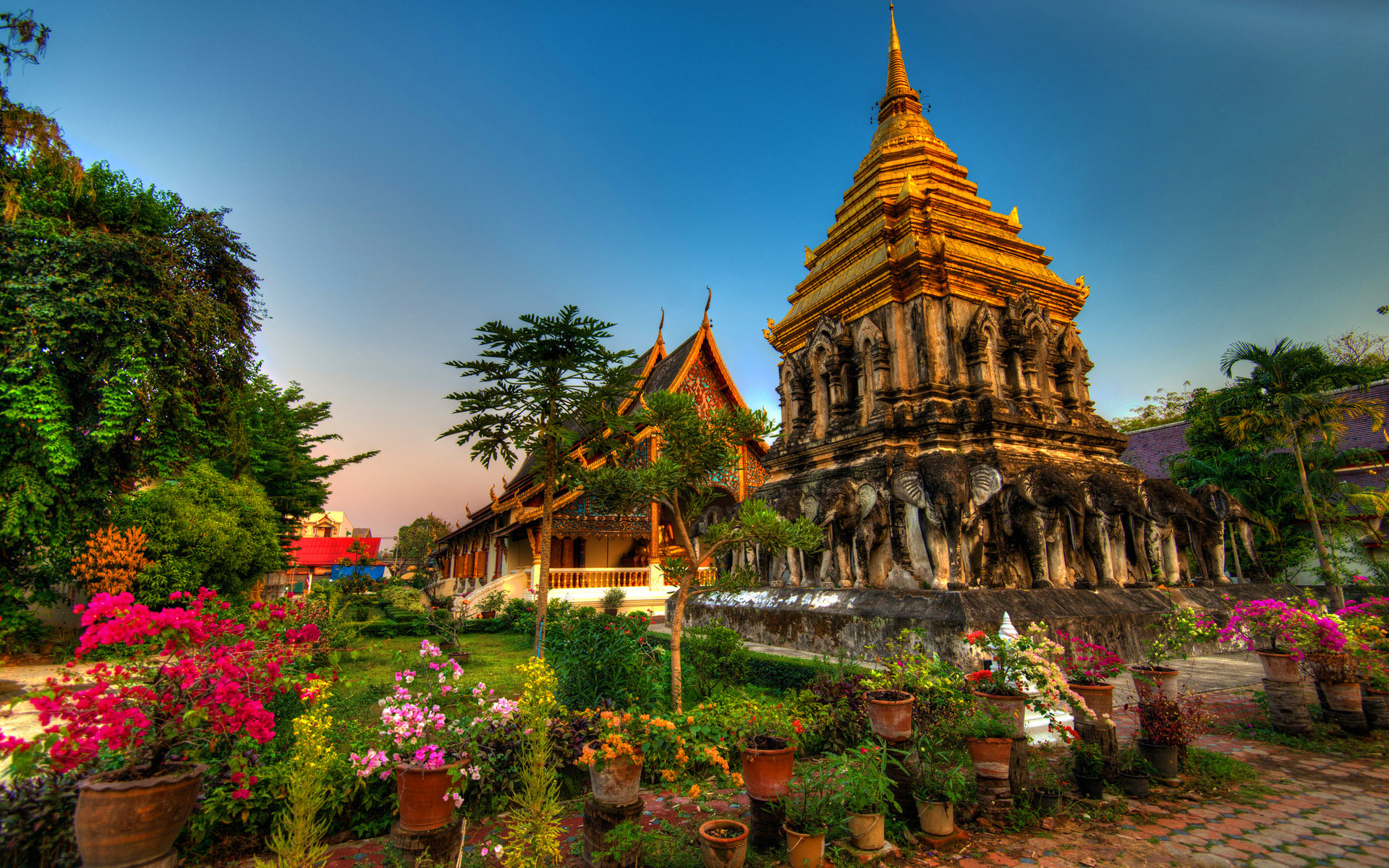World___Thailand_Temple_complex_in_the_resort_of_Chiang_Mai__Thailand_061860_