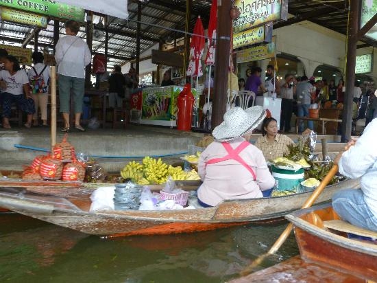 don-manora-floating-market