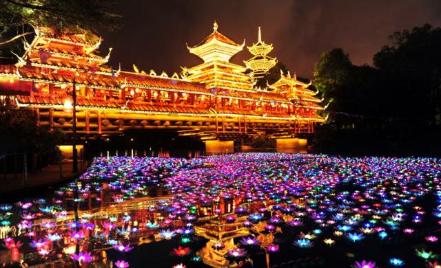 shenzhens_largest_light_display_decorate_splendid_china_ten_thousand_lanterns_exhibit_cropped
